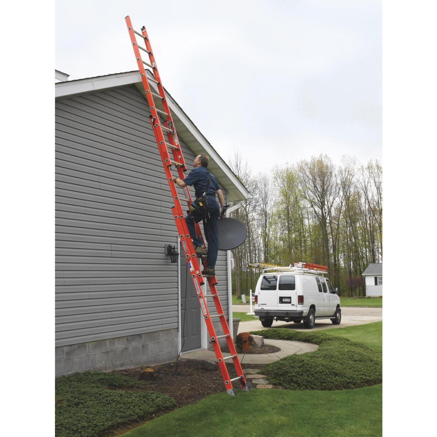Werner 24 Ft. Compact Fiberglass Extension Ladder with 300 Lb. Load Capacity Type IA Duty Rating Image 4